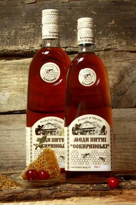 Квітковий мед з вишнями